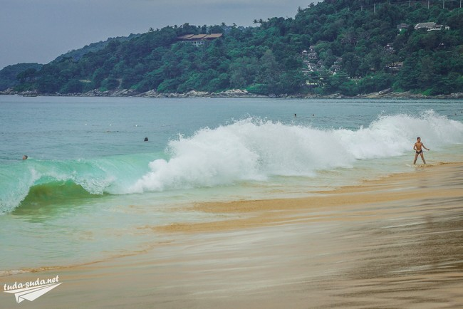 Пляж Карон волны