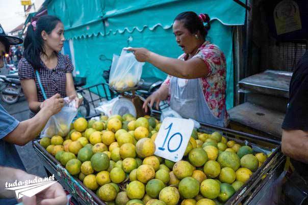 Рынок фруктов Таиланд фото