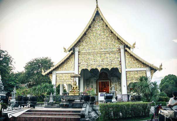 Храм Wat Phra Singh фото