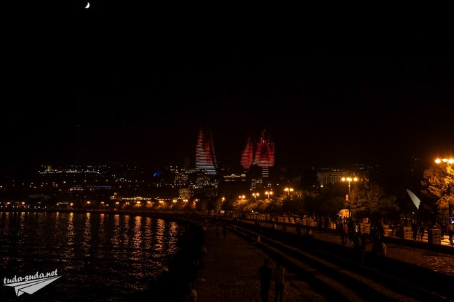 Огненные башни ночью фото
