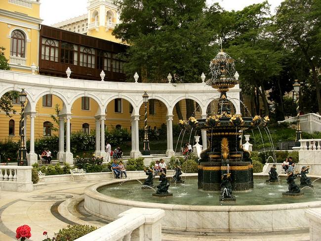 сад Филармонии в Баку