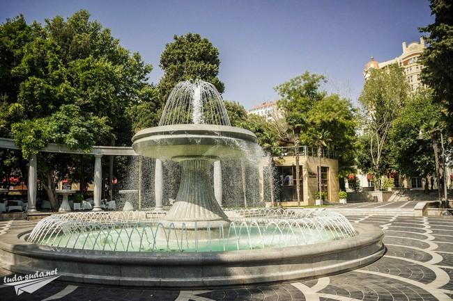 Площадь Фонтанов Баку