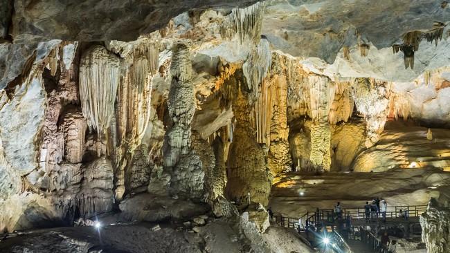 Пещера в парке Фонгня-Кебанг