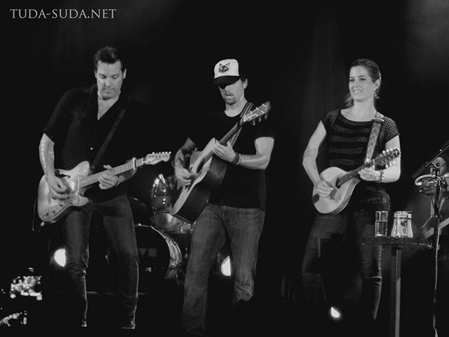 Jason Mraz and his band in Moscow