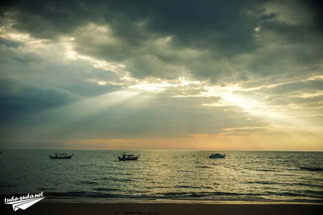 Закат на море Као Лак