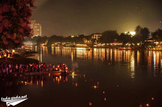 Фестиваль Лой Кратонг в Чианг Мае