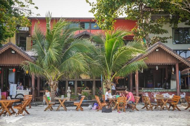 Пляжные кафе на пляже Сай Кео