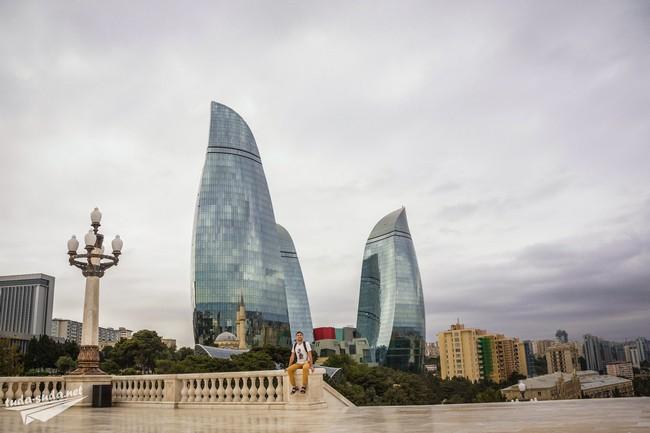 Пламенный башни Баку
