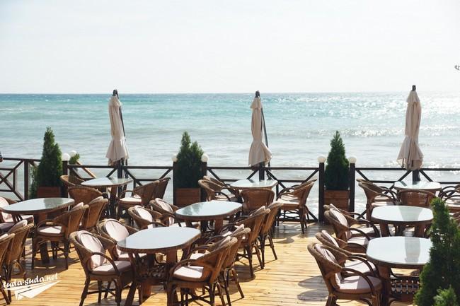 Кафе на ерегу моря