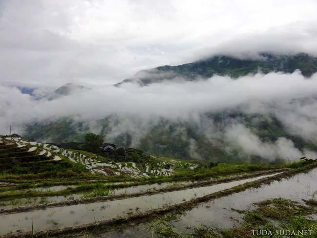 Рисовые террасы в облаках