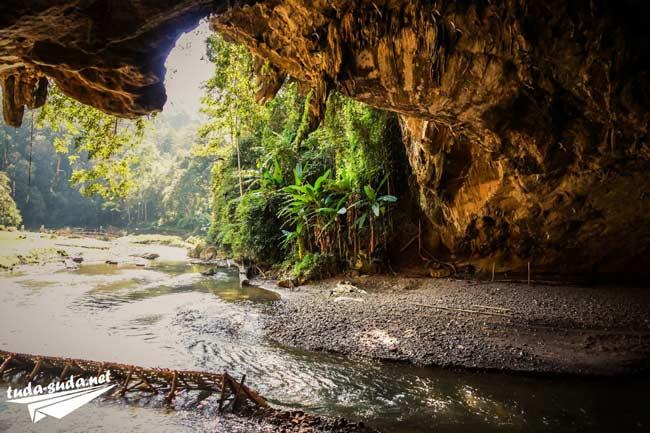 Пещера Тхам Лод