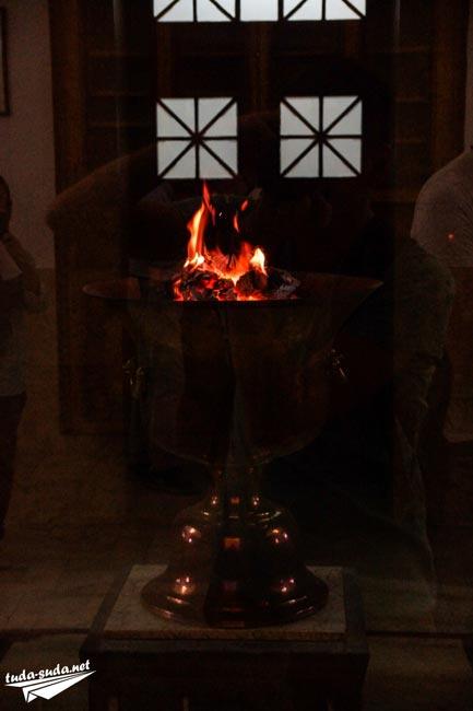 Zoroarism fire