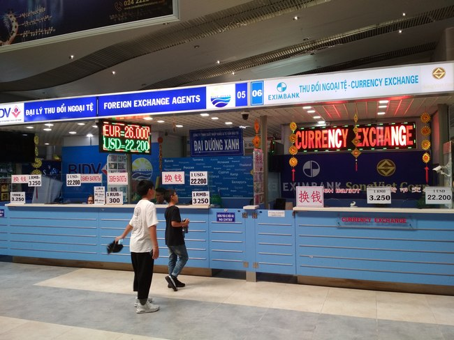 Обмен денег в аэропорту Нячанга