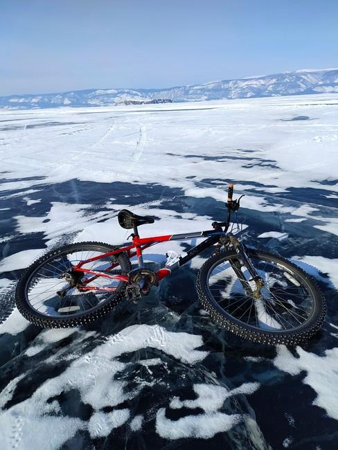 на велосипеде по льду Байкал