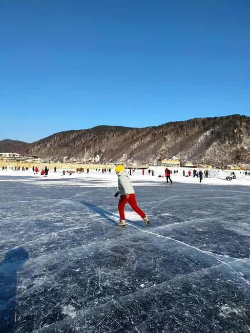 Катание на коньках в Листвянке