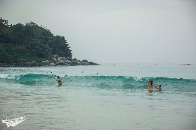 waves phuket