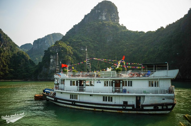 halong bay ship