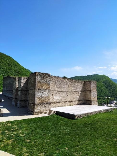 Крепость в Хучни