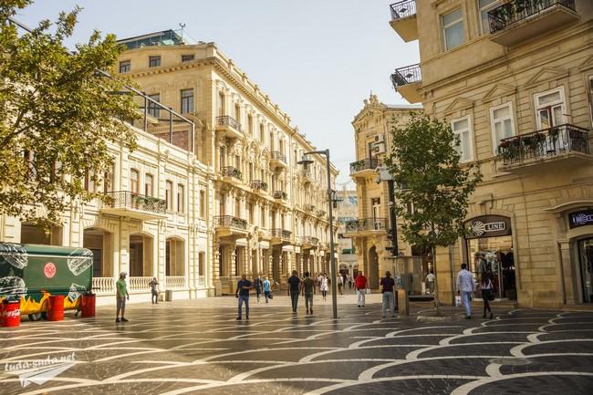 Пешеходная улица Низами