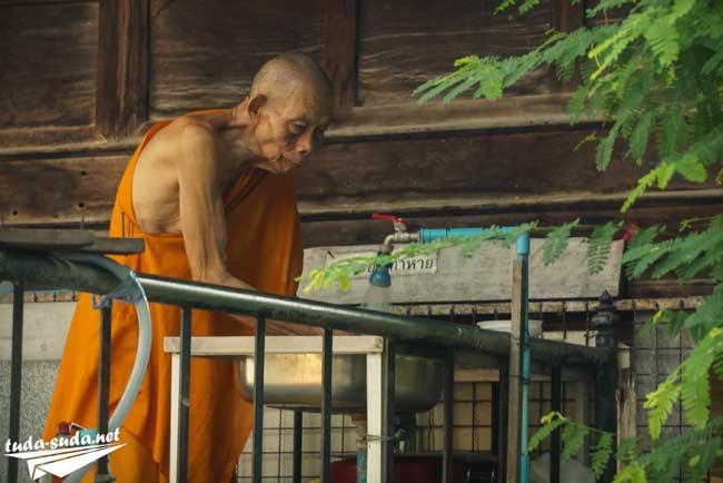Монах в Бангкоке