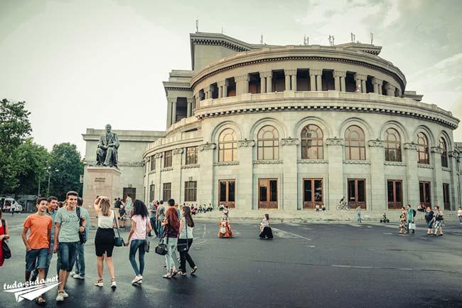 Оперный театр в Ереване