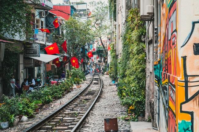 улица с поездами Ханой