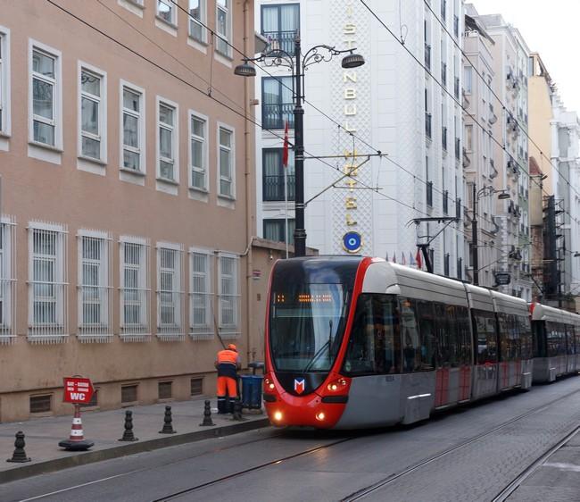 современный трамвай Стамбул