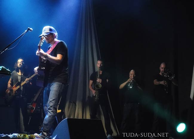 Jason Mraz and Band in Russia