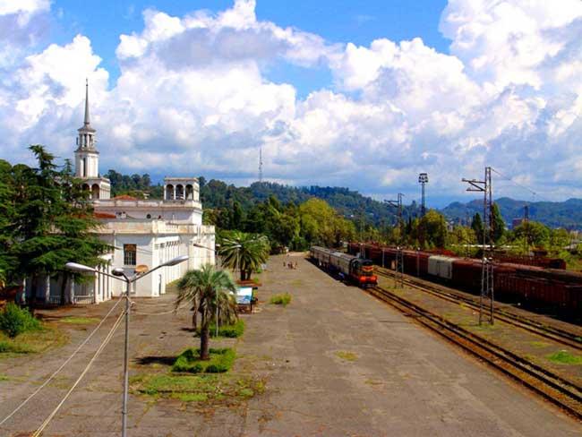 Как добраться до Абхазии на поезде?