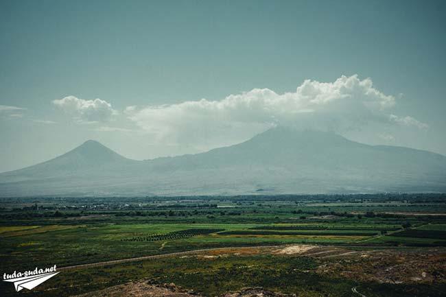 Вид на Арарат днем