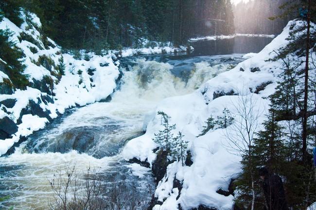 Водопад Кивач Карелия зимой
