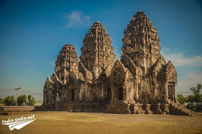 Храм Prang Sam Yot Лопбури
