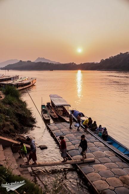 Закат на реке Меконг