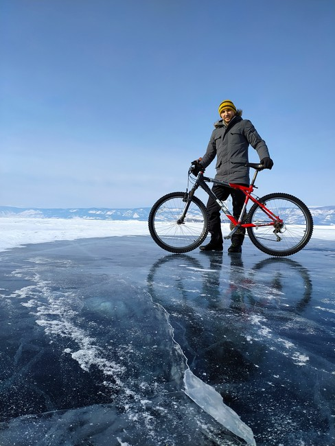на велосипеде по льду Байкала