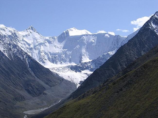 Белуха вид с перевала Каратюрек