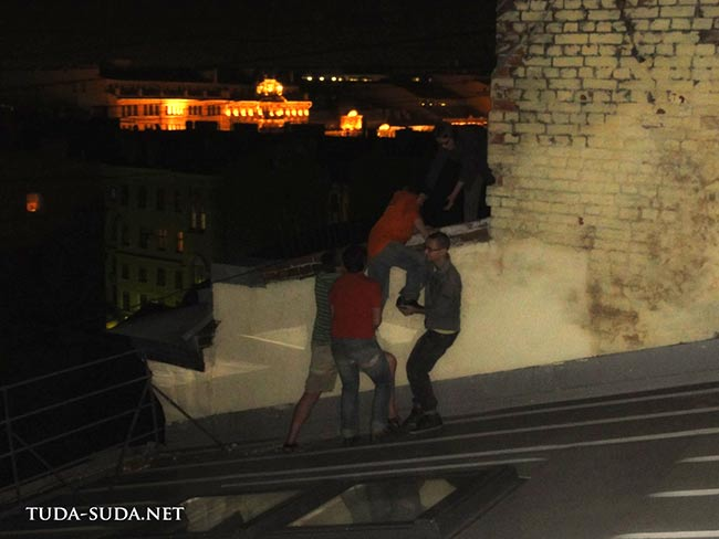 На крыше Петербурга большой компанией