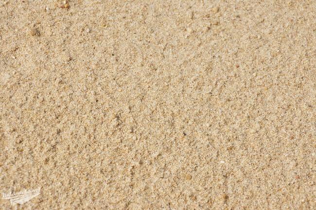 Песок на пляже Банг По