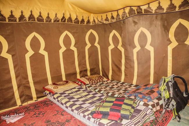 Палатка в пустыне