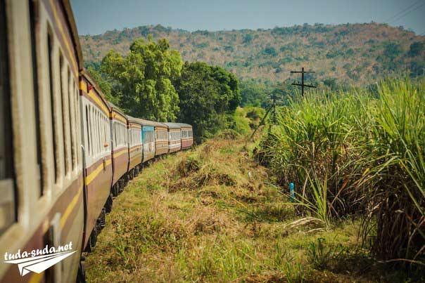 Поезда в Таиланде фото