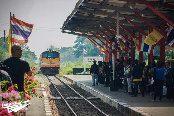 Тайский поезд фото